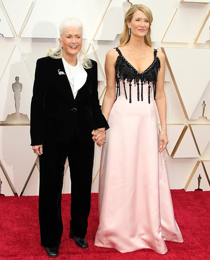 Laura Dern poses with her three-time Oscar nominee mother Diane Ladd on the Oscars red carpet