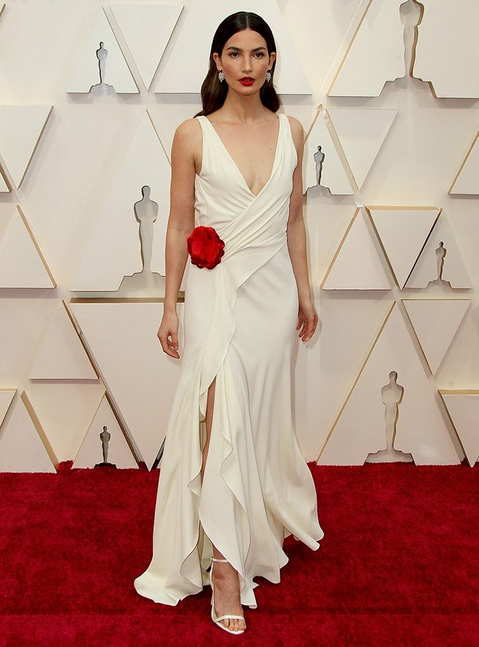 Lily Aldridge wears archival Ralph Lauren Spring 2013 to help reduce carbon footprint at the 2020 Oscars