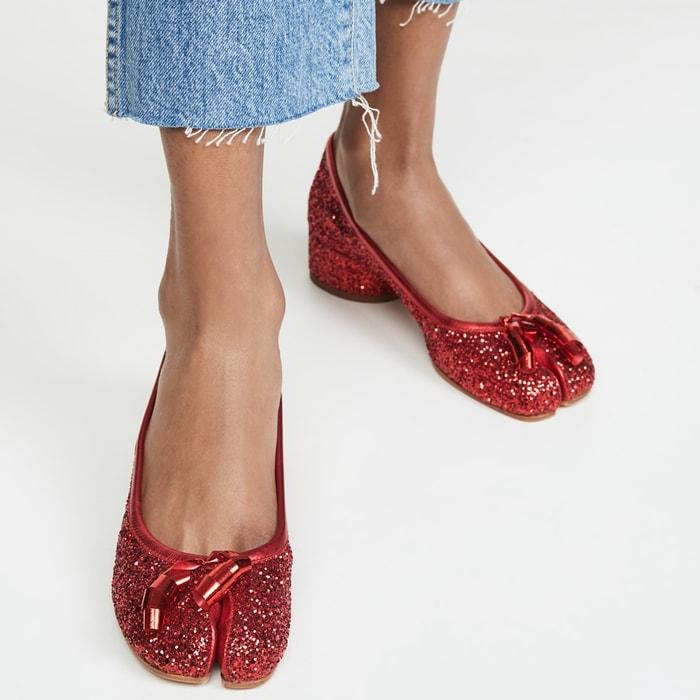 Glitter-coated polyurethane Maison Margiela Tabi glitter pumps in Rubine red