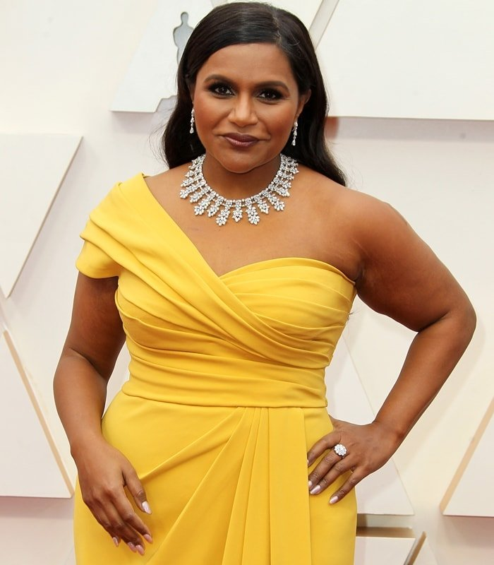 Mindy Kaling wore over $1 million worth of diamonds at the Oscars