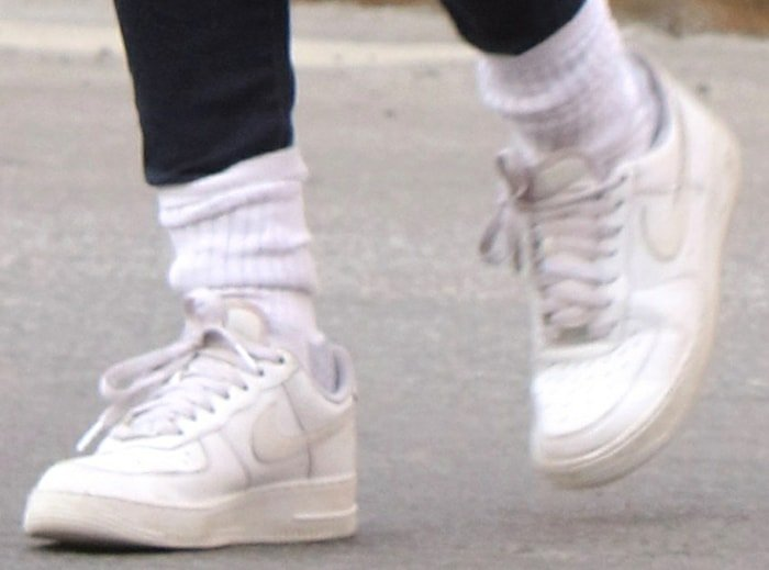 Emily Ratajkowski teams her look with Nike Air Force One sneakers
