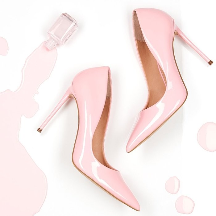 Liquid-shine patent brings unmissable polish to a pump crafted with a pointy toe and solid coloring for easy-to-wear ver
