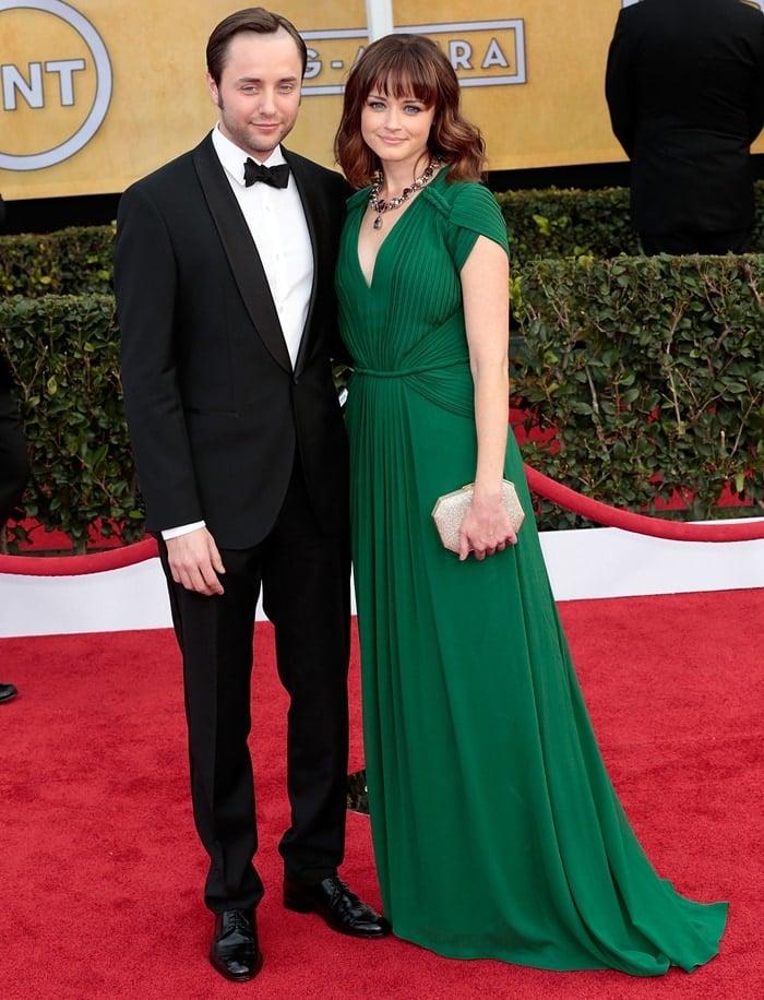 Actors Vincent Kartheiser and Alexis Bledel arrive at the 19th Annual Screen Actors Guild Awards