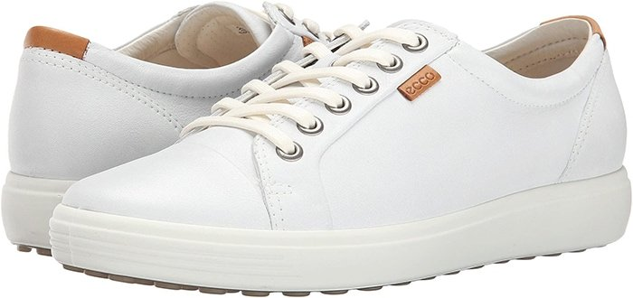 Stylish long-lace leather sneakers with a contrasting sole