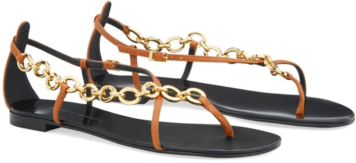 These flat Krabi summer sandals are embellished by a chain connecting the leather straps