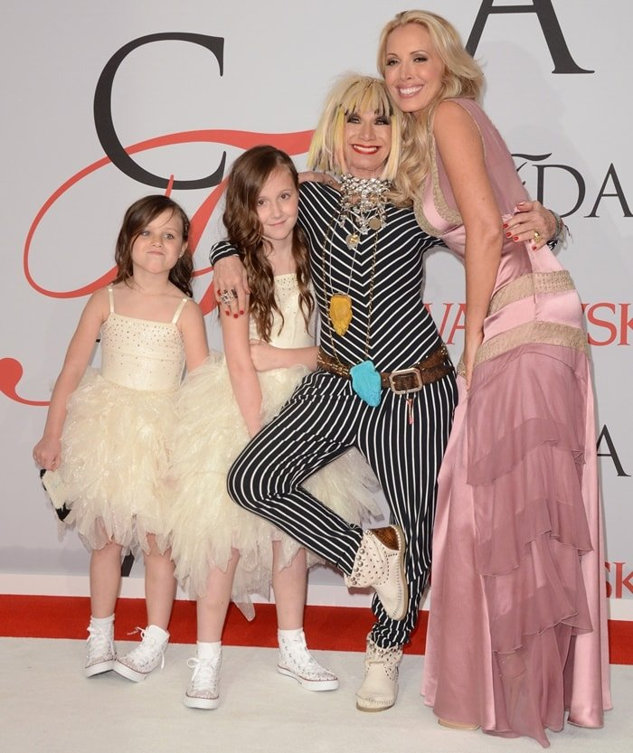 Lulu Johnson with her mother Betsey Johnson and her daughters Layla and Ella at the 2015 CFDA Fashion Awards
