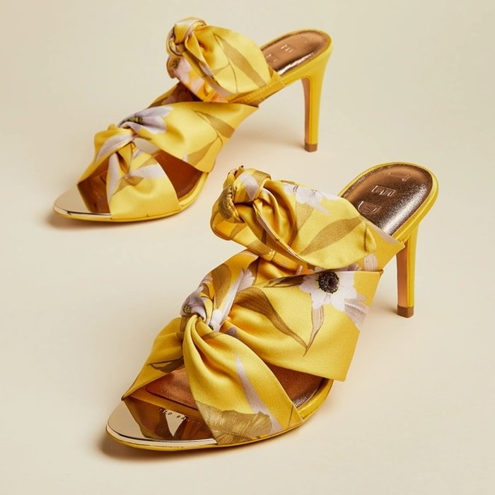 This Ted Baker Serana sandal is crafted with a floral-printed fabric upper, and features a knotted design for an elevated finish