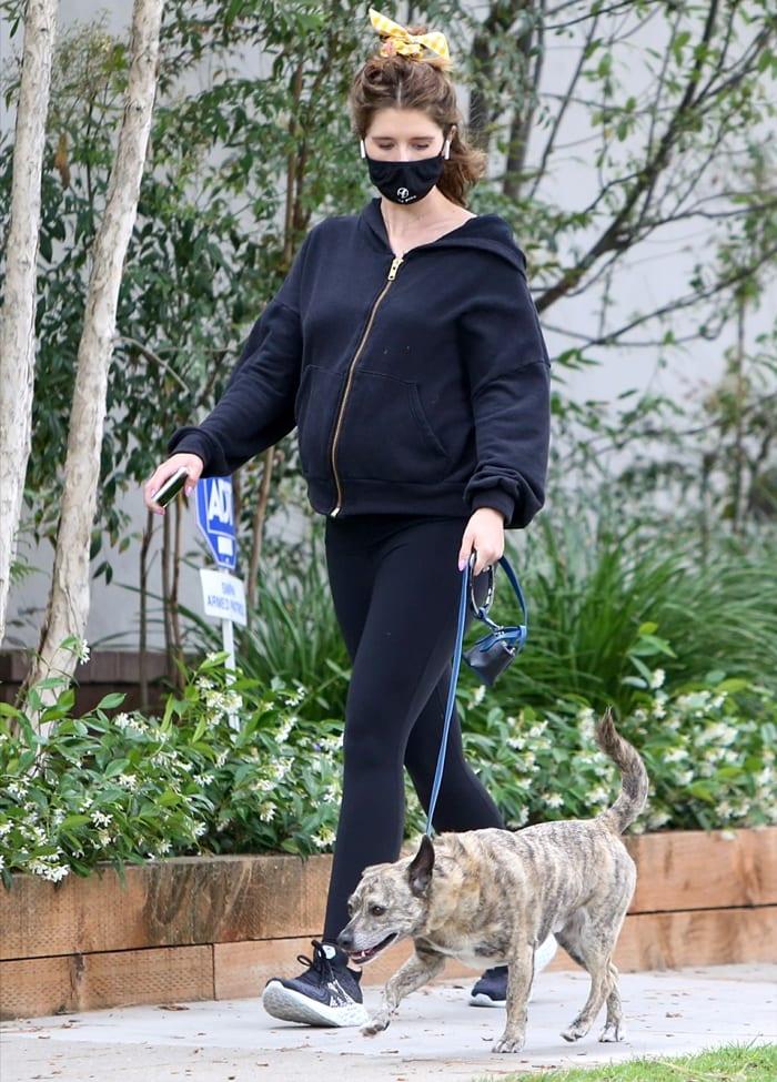 Katherine Schwarzenegger styled her New Balance Fresh Foam 1080v10 running shoes with matching leggings