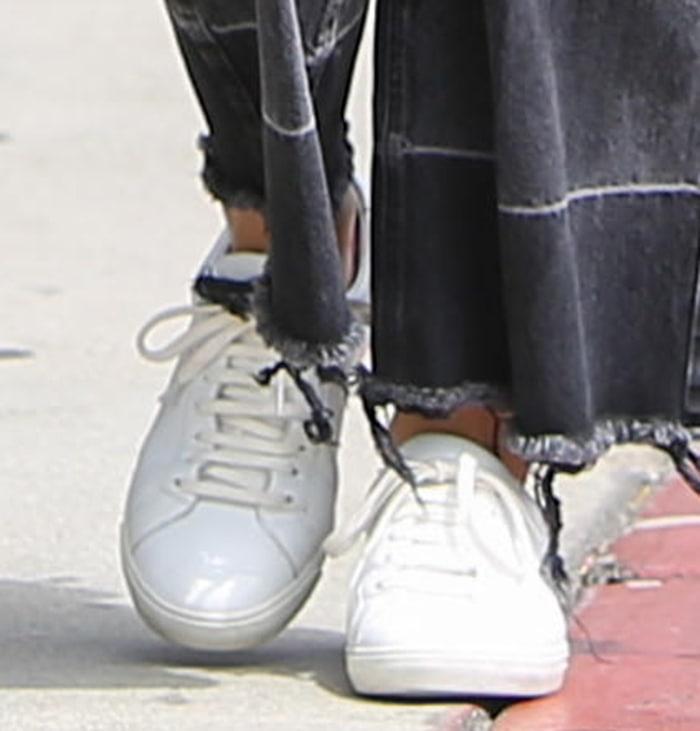 Ana de Armas completes her casual look with Saint Laurent sneakers