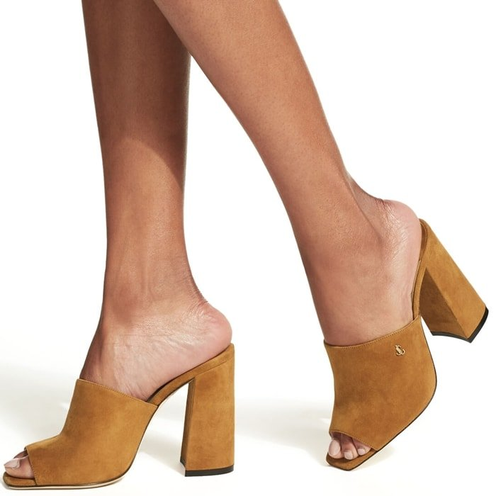 The cuoio suede BAIA mules are characterised by a block heel that epitomises evening glamour