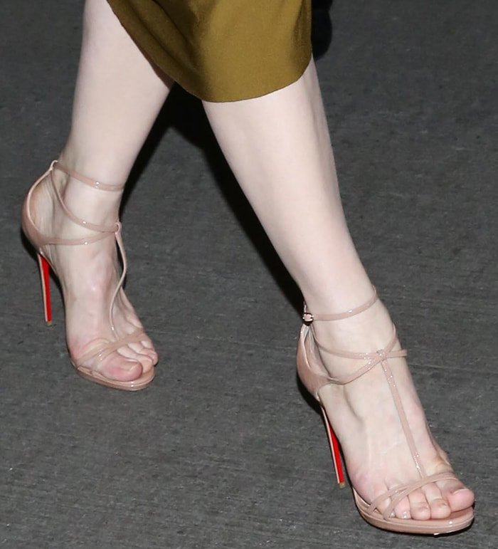 Cate Blanchett's pretty big feet in Christian Louboutin heels