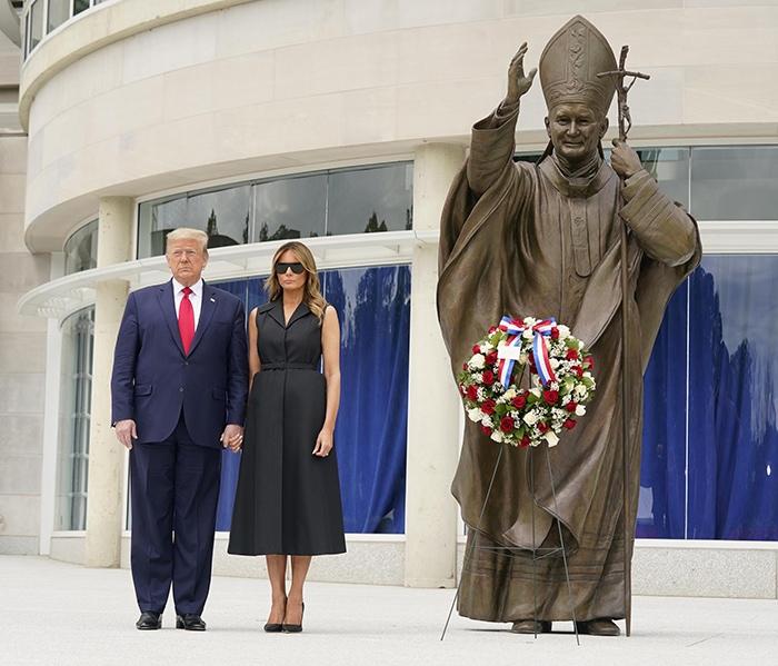 Donald Trump and Melania Trump honor Saint John Paul II with a ceremonial wreath