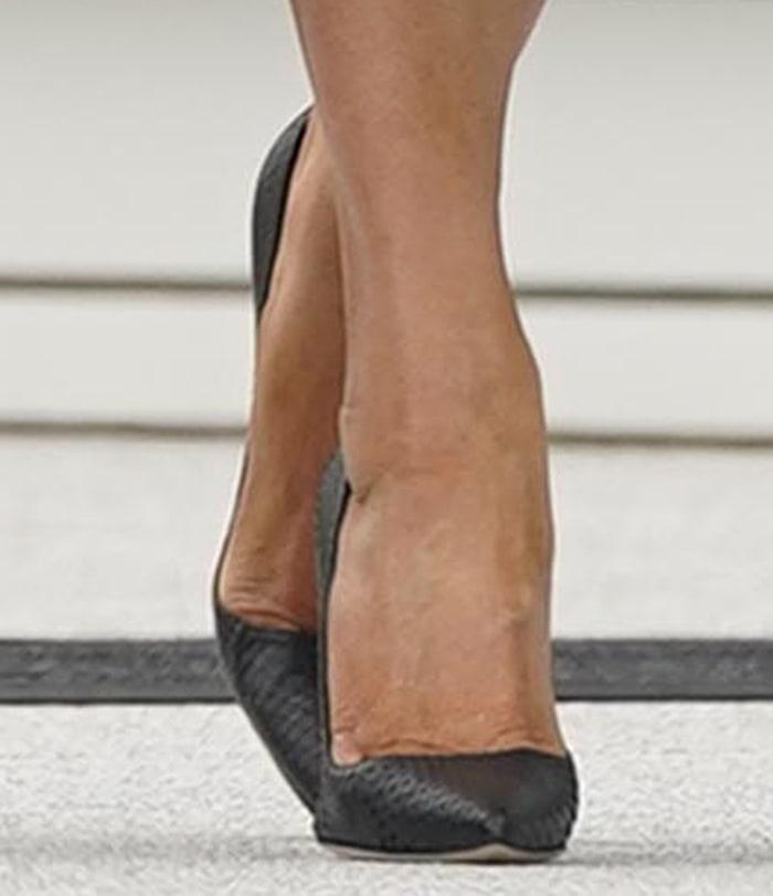 Melania Trump shows off her feet in black Manolo Blahnik pumps