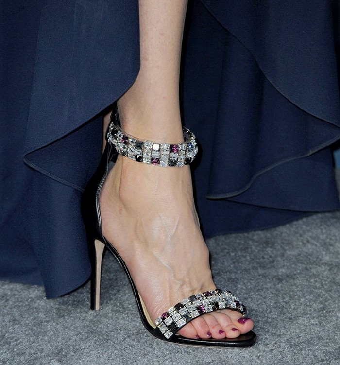 Nicole Kidman showcases her nice pretty long feet in Alexandre Birman sandals