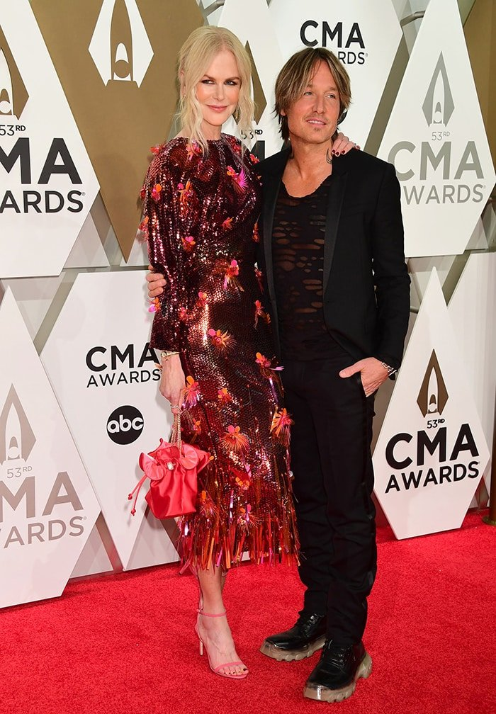 Nicole Kidman towers over her husband Keith Urban at the 53rd Annual CMA Awards on November 13, 2019