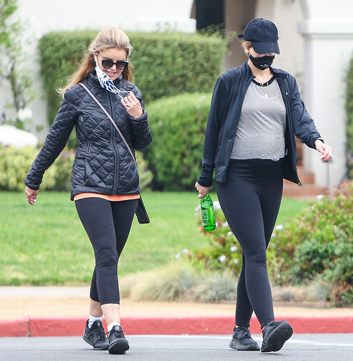 Katherine's mom, Maria Shriver, wears a similar black athletic outfit