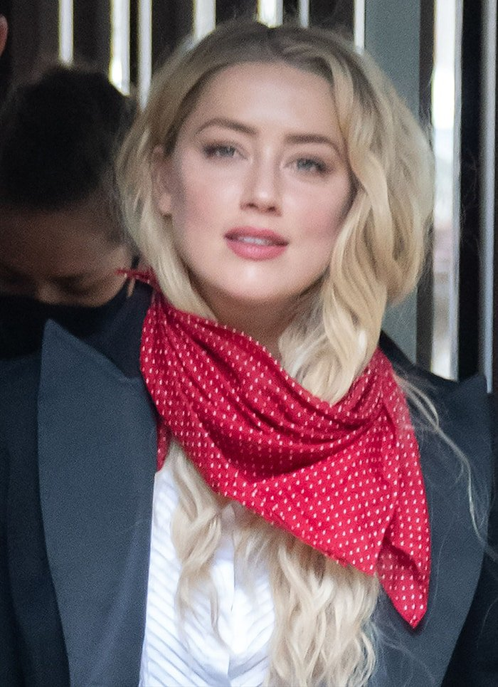 Amber Heard lets her hair loose and opts for minimal makeup