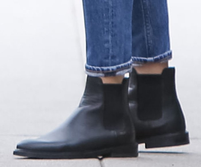Ana de Armas teams her casual outfit with Common Projects Chelsea boots
