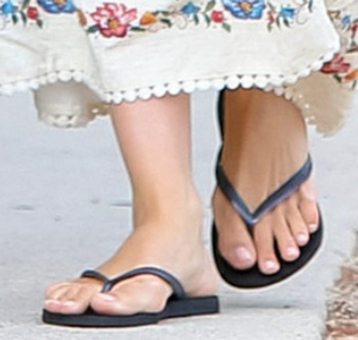 Ana de Armas shows off her feet in black flip flops