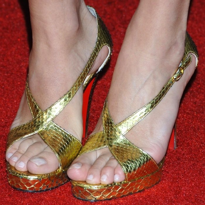 Chloe Sevigny's feet are shoe size 8 (US)