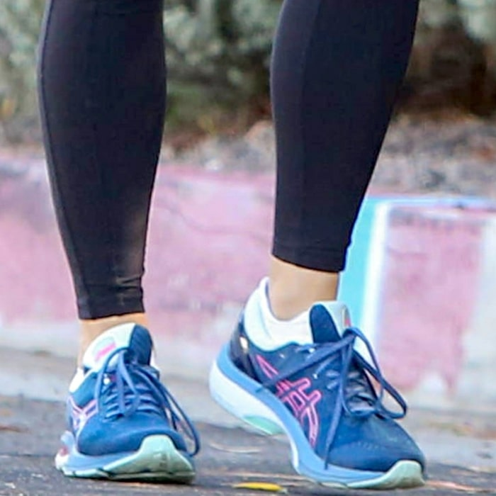 Jennifer Garner enjoys excellent comfort and advanced support with her Gel-Kayano 27 running shoes from Japanese multinational corporation Asics