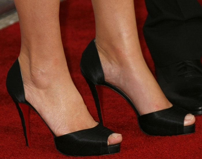 Kate Winslet showed off her feet in Christian Louboutin heels at the Los Angeles premiere of