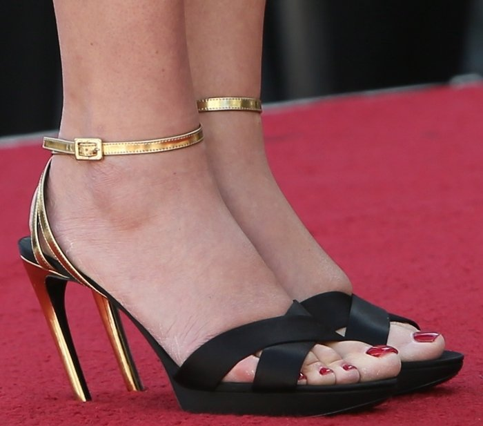 Kate Winslet's feet are shoe size 11 (US)