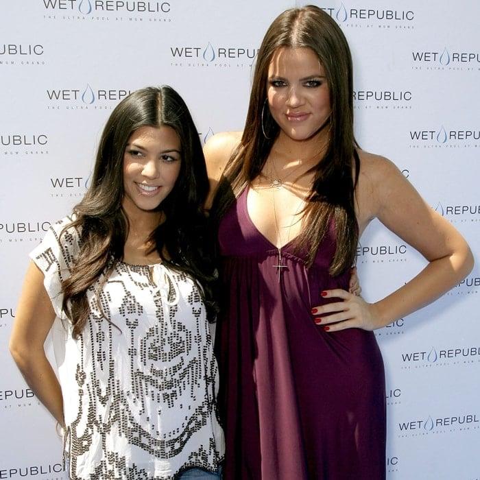 Kourtney Kardashian and her younger sister Khloe Kardashian