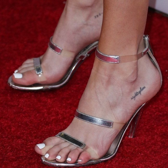 Madison Beer shows off her pretty tattooed feet