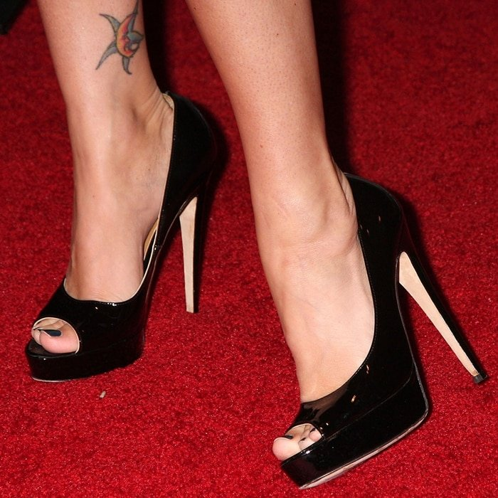 Megan Fox's feet are shoe size 7 (US)