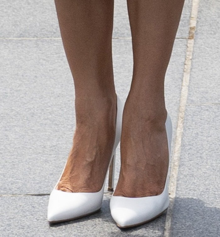 Melania Trump shows off her feet in white Manolo Blahnik pumps