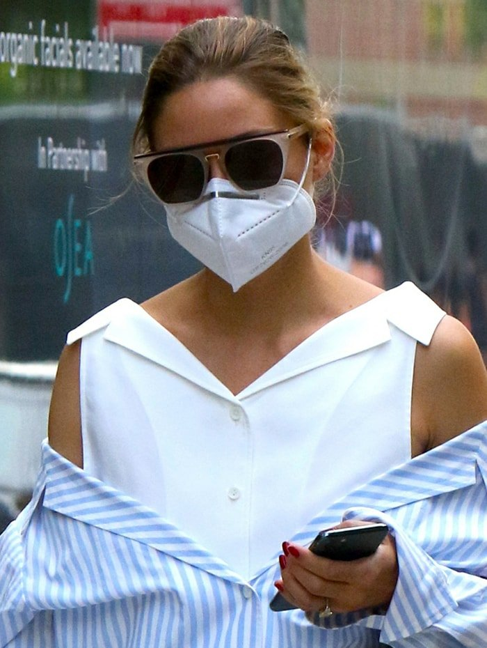 Olivia Palermo helps prevent coronavirus from spreading with a KN95 face mask