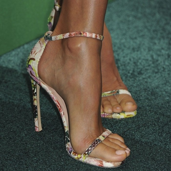 Stacy Keibler's pretty feet are shoe size 9 (US)