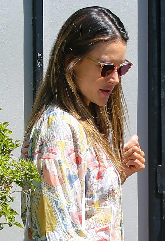 Alessandra Ambrosio skips wearing a protective face mask