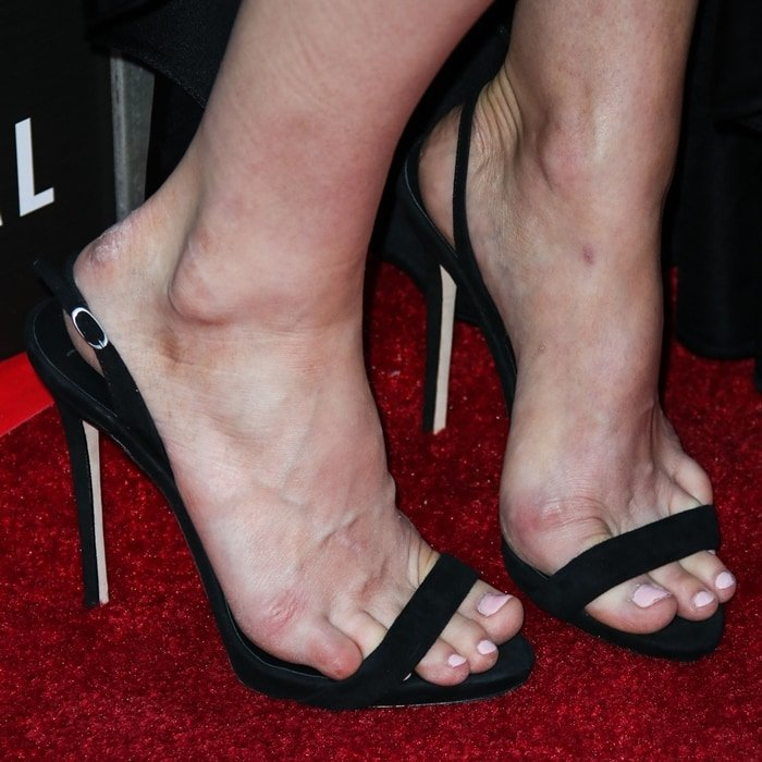 Alexandra Daddario's feet are shoe size 8 (US)