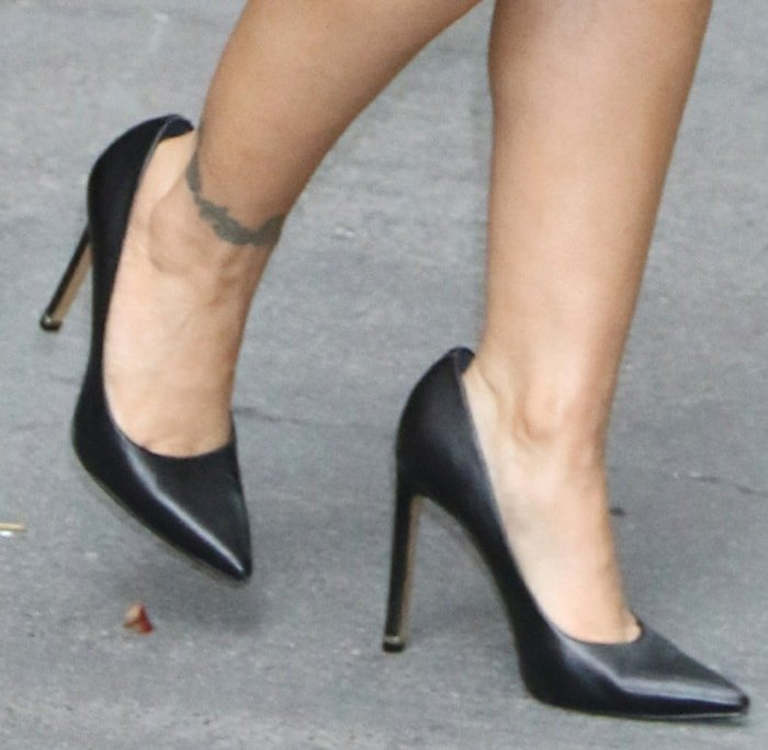 Alyssa Milano's ankle tattoo and small feet in heeled pumps