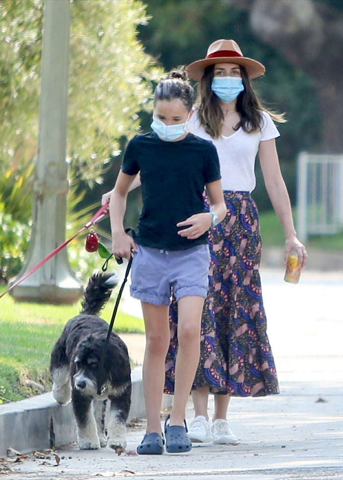 Seraphina Affleck wears a black tee with ruffled shorts and a pair of crocs