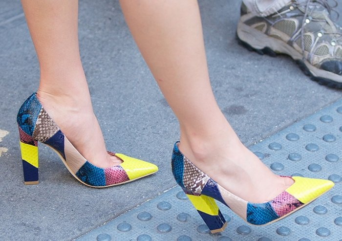 AnnaSophia Robb's small feet in colorful snakeskin pumps