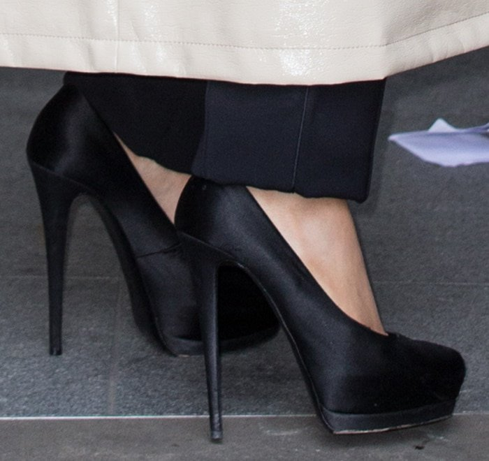 Ariana Grande's small feet in towering pumps