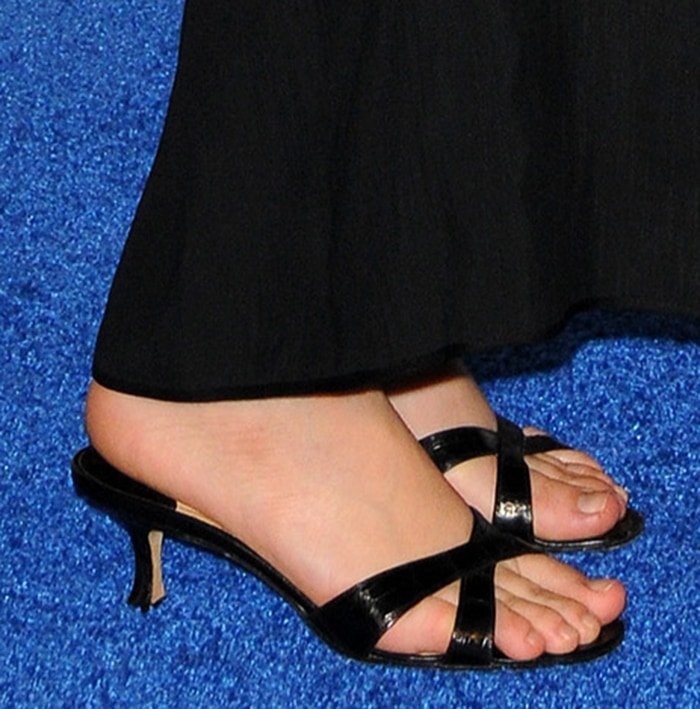 Ashley Olsen's pretty and sexy feet in kitten heel sandals