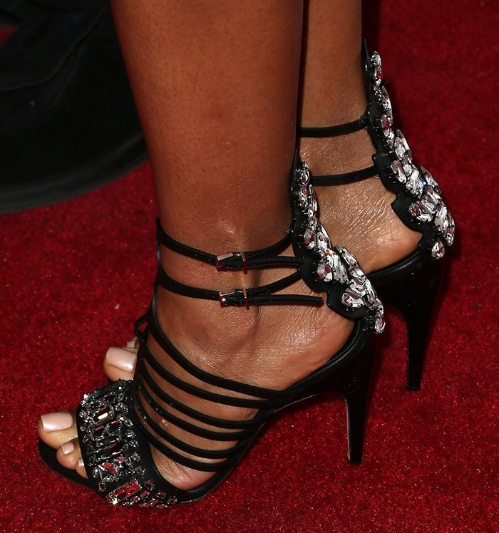 Jada Pinkett Smith squeezes her small feet in cage sandals