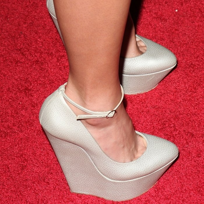 Jamie Chung's feet are shoe size 7 (US)