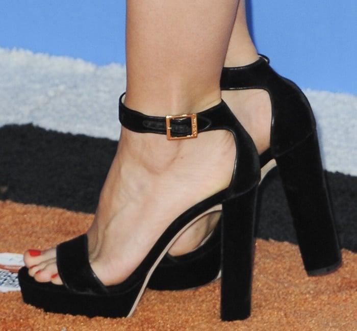 Kristen Bell's small size 5 feet in platform block heels