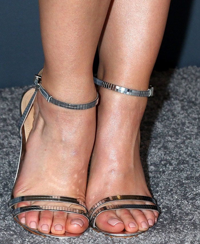 24 Really Short Female Celebrities With Small Feet