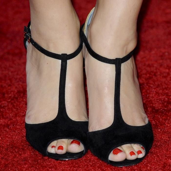 Maria Menounos' feet are shoe size 10 (US)