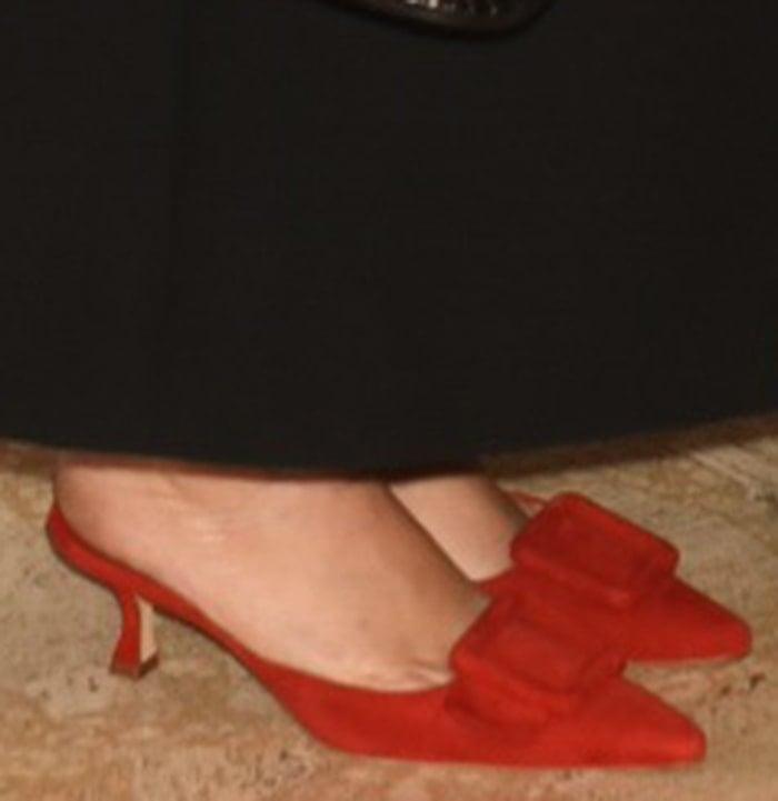 Mary-Kate Olsen slips her small feet in a pair of kitten heels