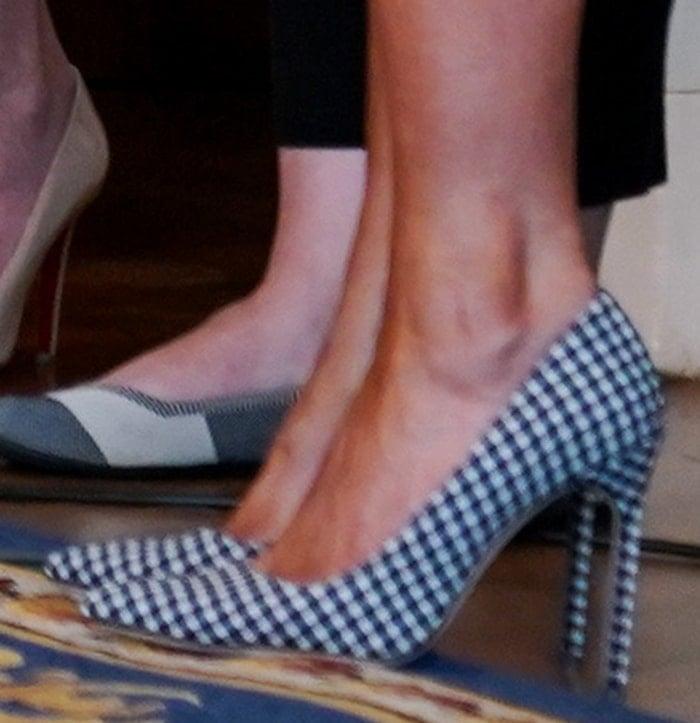 Melania Trump wears a pair of gingham-patterned Manolo Blahnik pumps