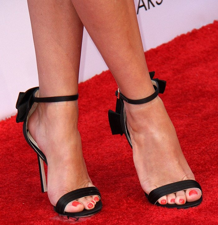 Reese Witherspoon shows off her sexy tiny feet in Jimmy Choo heels