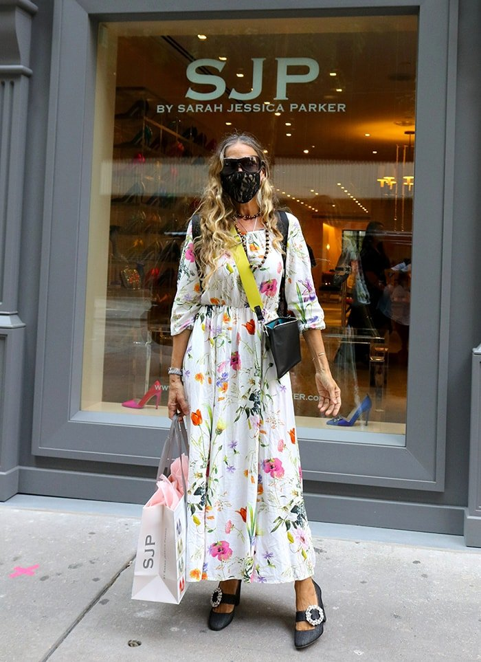 Sarah Jessica Parker visits her SJP New York flagship store in Midtown Manhattan on August 11, 2020