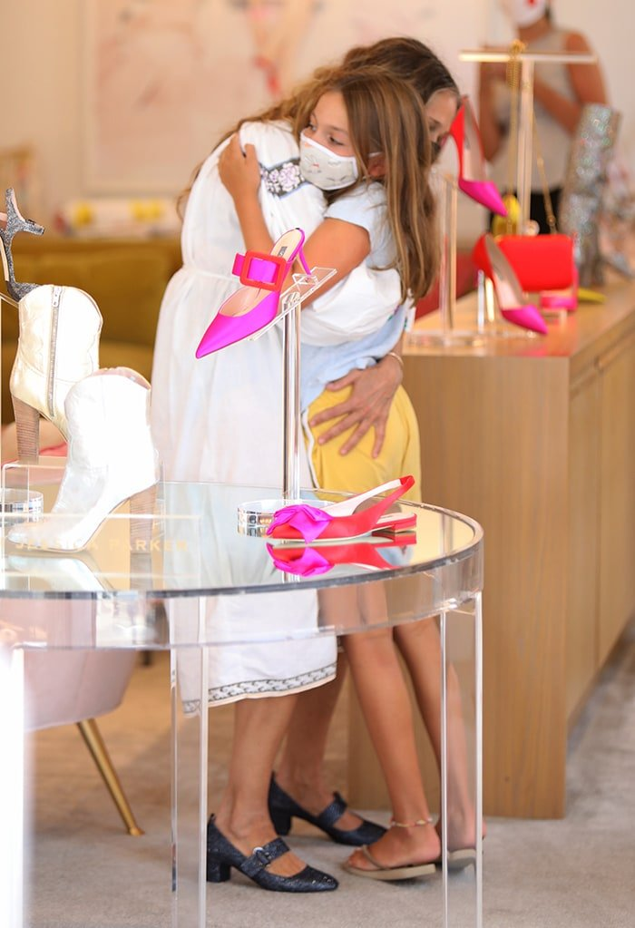 Sarah Jessica Parker and her daughter Tabitha Hodge Broderick share a hug